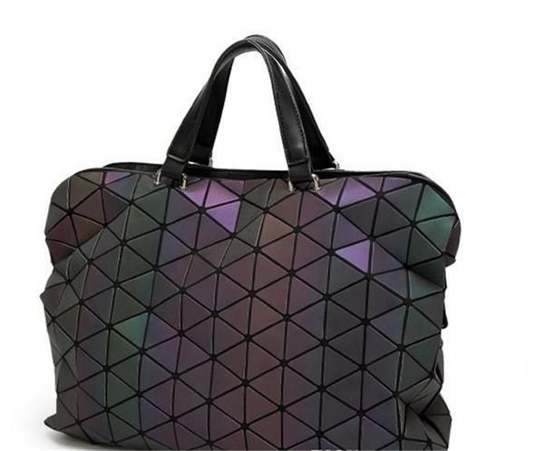Nuove valigette luminose Tote Geometry Borse tracolla trapuntate olografiche Borse pieghevoli Moda di lusso Unisex Hangbags per uomo e donna