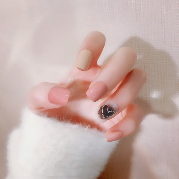 Gefälschte Nägel des Nagel-24pcs populäres Herz-förmiges Zeitschriften-Art- und Weisefälschungs-Nagel-Fototherapie-Kunst-Salon-Flecken