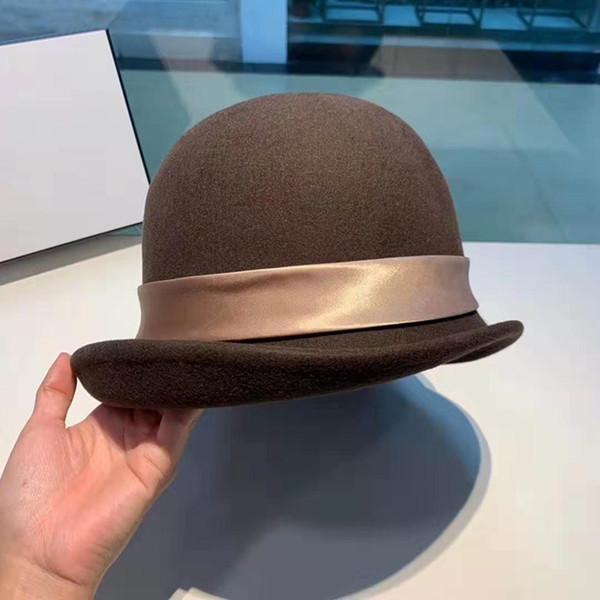 مصمم النساء في فصل الشتاء قبعة القبعات الدافئة الأزياء قبعة القبعات القبعات الصوفية الحقيقي غطاء للأذنين البرية غطاء الرأس مع كرة شعر وسيدة فراشة