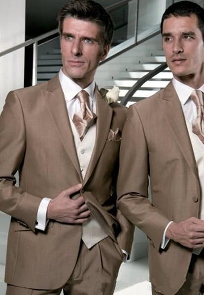 Nuevo diseño marrón claro esmoquin novios padrinos de boda solapa pico mejores trajes de hombre trajes de chaqueta de boda para hombre (chaqueta + pantalones + chaleco + corbata) XF271