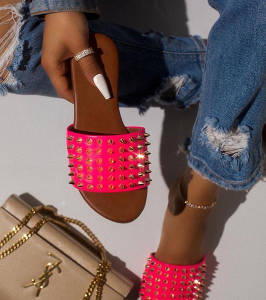 Lüks Tasarımcı Kadın Perçin Terlik Bayanlar Plaj Terlik Damızlık Terlik kaymaz Deri Rahat Spike Ayakkabı Flip Flop 36-42 030