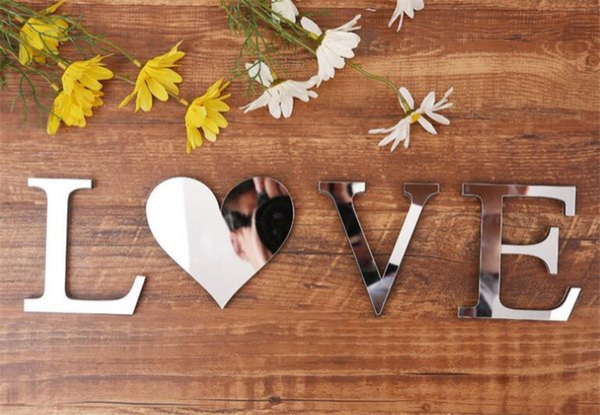 Decoración caliente 28 Cartas inglesas Amor corazón Acrílico Superficie de espejo Etiqueta de la pared 3D Alfabeto de plata Poster Fiesta del festival DIY Art Mural