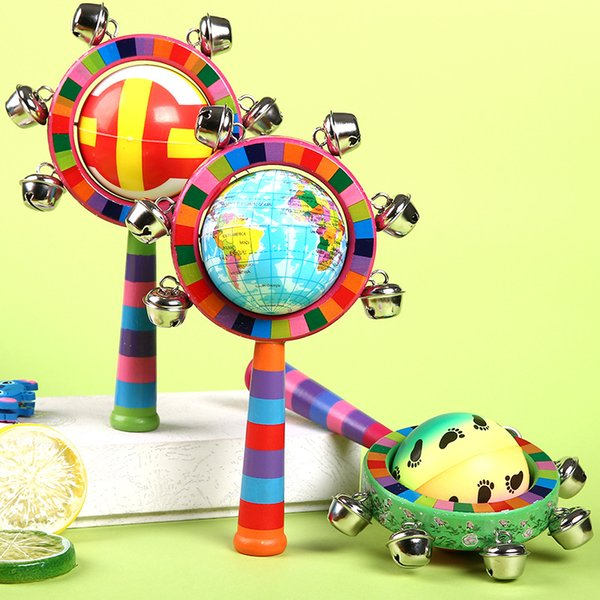 Nuevo bebé creativo colorido campana de mano Bola de madera Timbre de campana Bebé de color mango de madera Protección ambiental neonatal puede masticar juguetes divertidos
