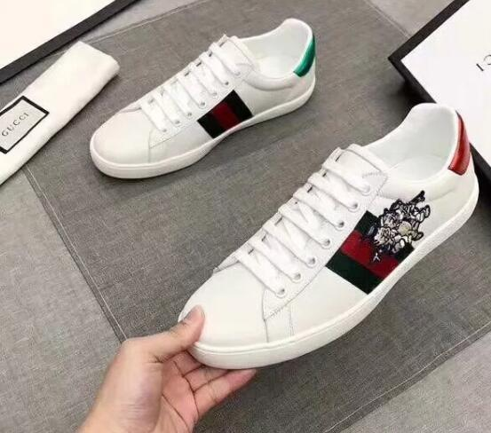 bc127d968cc Bee Designer Shoes Top Quality White ACE Embroidered Mens   Women Genuine  Leather Designer Sneakers Casual