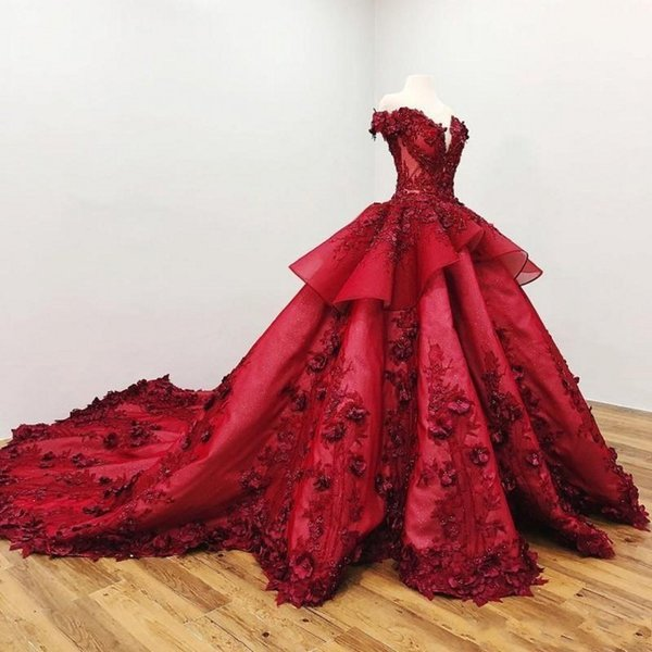Magníficos vestidos de noche florales en 3D fuera del hombro con cuentas de peplum con gradas Vestidos de fiesta con espalda sexy Vestidos de celebridades de tren capilla