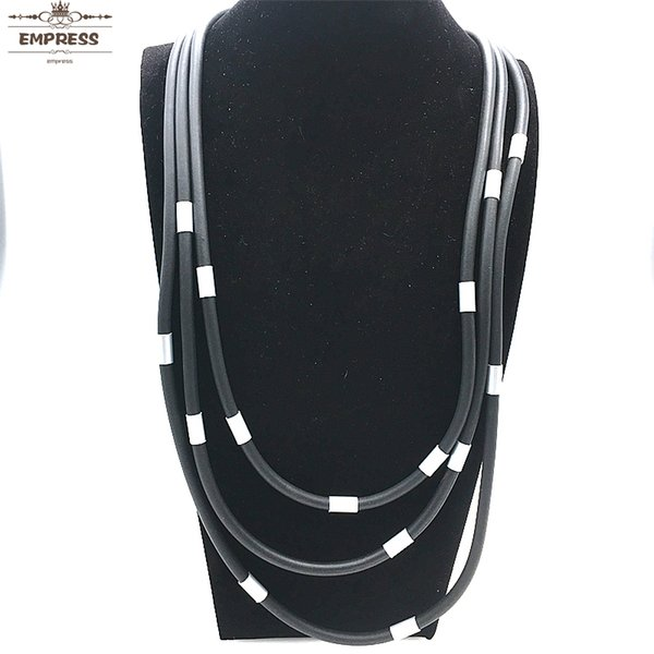 Women in The DIY Jewelry Line Claim To Have Hand-Worn Vintage Soft-foam Aluminum Tube Necklaces As The XL069 Lucky Necklace.