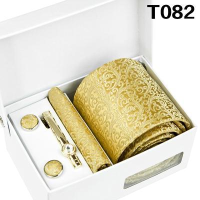 T082 Set quattro pezzi