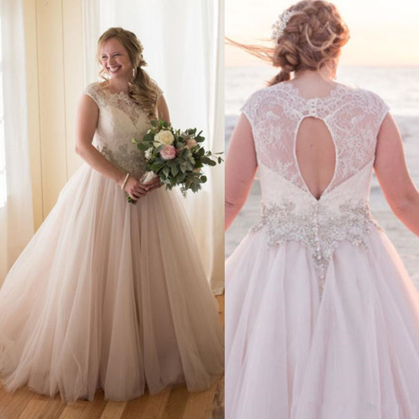2019 New Vintage Spring Rustic A Line Country Wedding Dresses Plus Size Top Lace Appliques Beaded Sexy Open Back Illusion Beach Bridal Gowns