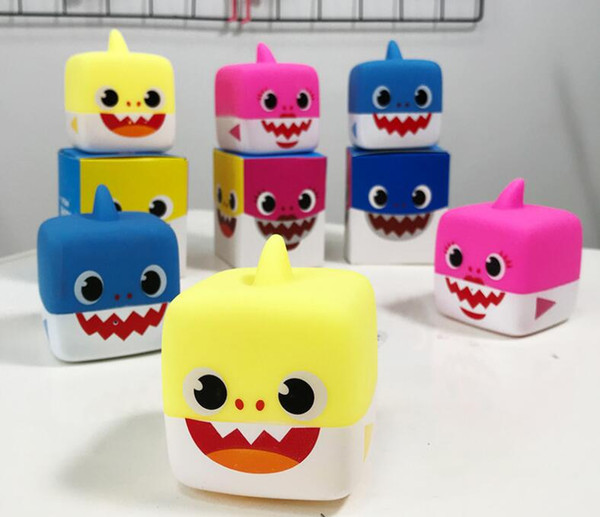 3 colores de dibujos animados Soft Dolls Baby Toys Shark With Light Cute Baby Doll Singing English Song For Gift 111