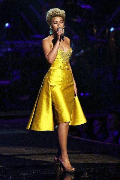 Beyonce Knowlesx Knee-Length Formal Evening Dresses Beaded Satin Jewel Neck Rocks Overskirt Party Prom Dress Red Carpet Celebrity Dresses