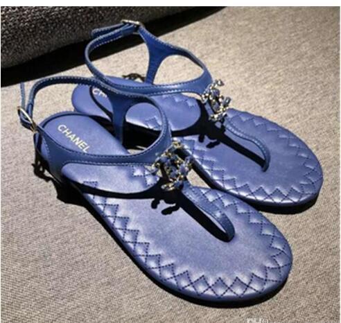 Zapatos Mujer Colour Rivets Spiked Gladiator Sandali piatti Pietre con borchie Sandali Flip Big Size Designer Scarpe economiche per le donne Estate infradito