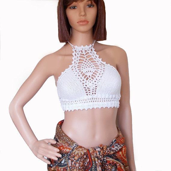 Bikini de cuello alto blanco Top corto de crochet - Festival sin espalda Halter Lace Top con cuello halter - Top bustier