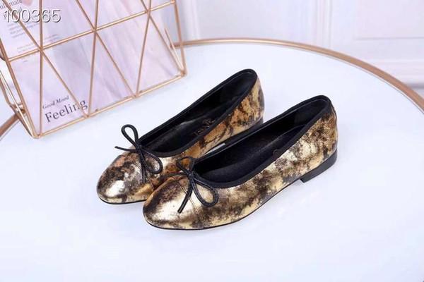 Scarpa di design da donna Scivolo di lusso Moda estiva Ampio piatto scivoloso con sandali spessi Slipper Infradito lihong 35-41