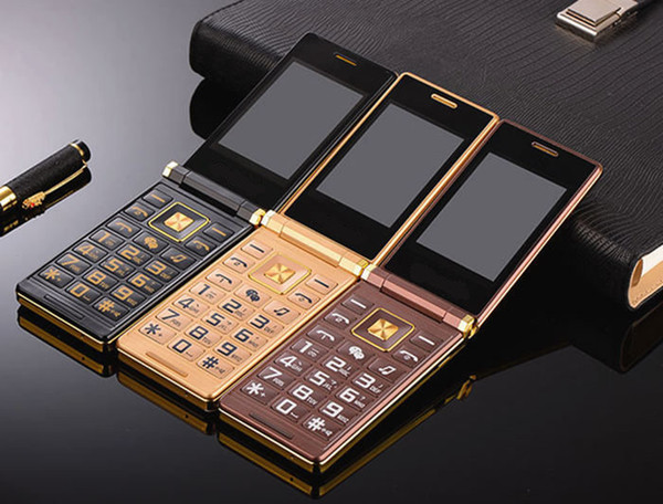 Desbloqueado Luxury Gold Flip Dual Screen Business Teléfono celular Tarjeta SIM dual Cámara MP3 3.0 pulgadas Pantalla táctil Botón grande Botón Teléfono móvil Para hombre viejo