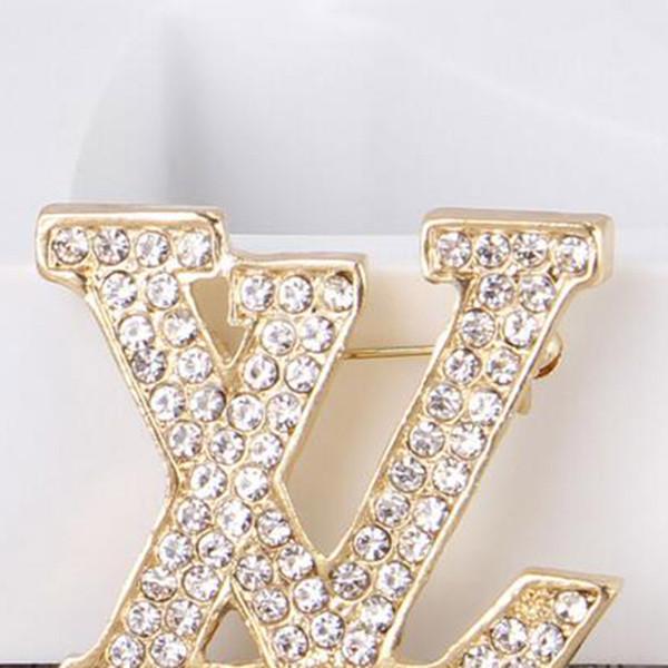Moda 14k Marca de Ouro Broches Letras Bling Bling Cristal Corsage Cachecol Clips Mulheres Terno Pinos de Lapela Acessórios Jóias