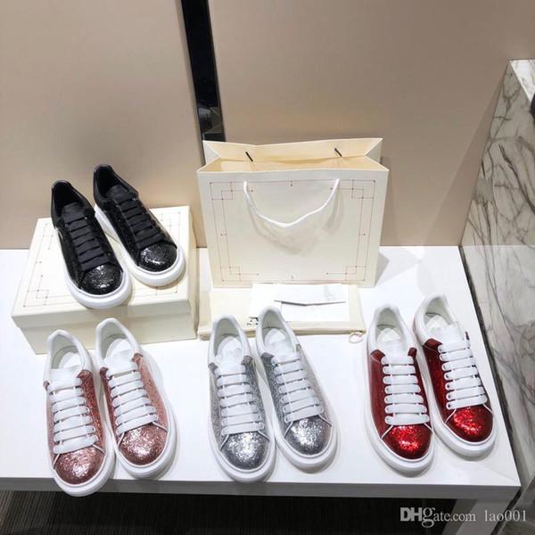 scarpe di moda dal design di lusso riflettenti calzature casual in pelle bianco oro nero ragazza rosso donne moda uomo marca confortevole appartamento xrx190628