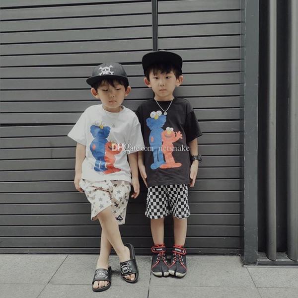 2019 vendita all'ingrosso Kaws sesame street art mostre modelli del fumetto estate cotone bambini maniche corte abbigliamento genitore-bambino