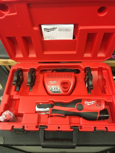 Milwaukee 2473 22 m12 12v cordle force logic 1 2 quot 1 quot pre tool kit with jaw 11