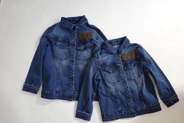 Ücretsiz kargo Yürüyor Boys kız Denim Ceket Çocuk Giyim Bahar 2019 Çocuk Turn Down Yaka Ceket Jaqueta Kot