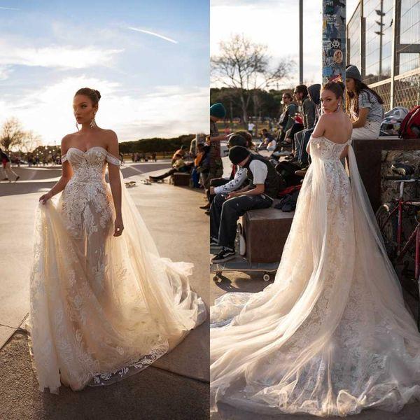 Impresionante 2020 Vestidos de novia Apliques de encaje Hombro Vestidos de novia de tul Vintage Una línea Vestido de novia de novia sin respaldo