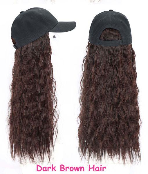 Basebacll sombrero oscuro cabello castaño rizado