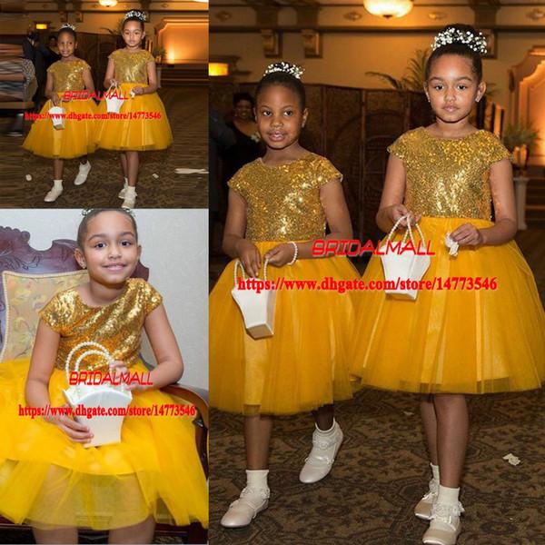 2019 Or Paillettes courtes Robes De Fille De Fleur Pour Les Mariages Jewel Cap Manches Genou Longueur Black Girls Pageant Robe Enfant Robes De Fête D'anniversaire