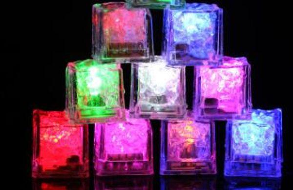 Alta qualidade Flash Ice Cube Water-Actived flash LED Luz colocado na água Beba flash automaticamente para festa de casamento Bares Natal