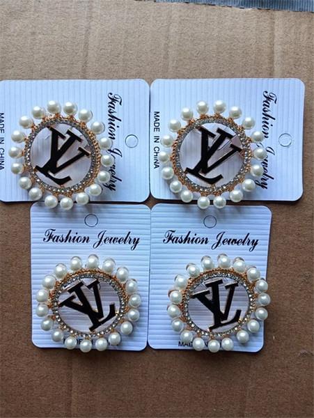 Letra Lady Broches Aleación Broches de moda Alfileres para vestido Mujeres y hombres Accesorios de moda Joyas Accesorios