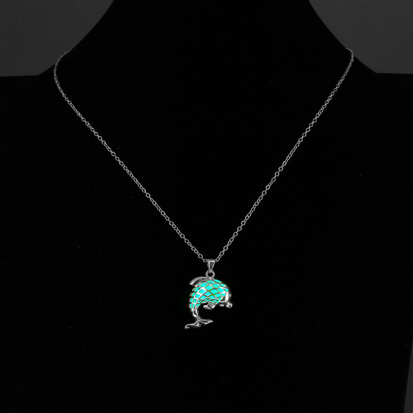 Luminous Necklace Lovely Dolphin Pendant Necklaces Creative Silver Plated 3 Color Styles Glowing in the Dark Jewelry Gift for Friend