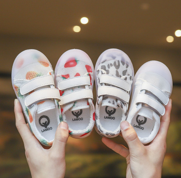 Niñas bebés zapatillas de deporte niños fresa piña impresos deportivos zapatos casuales niños malla de leopardo transpirable zapatos para correr al aire libre F6243