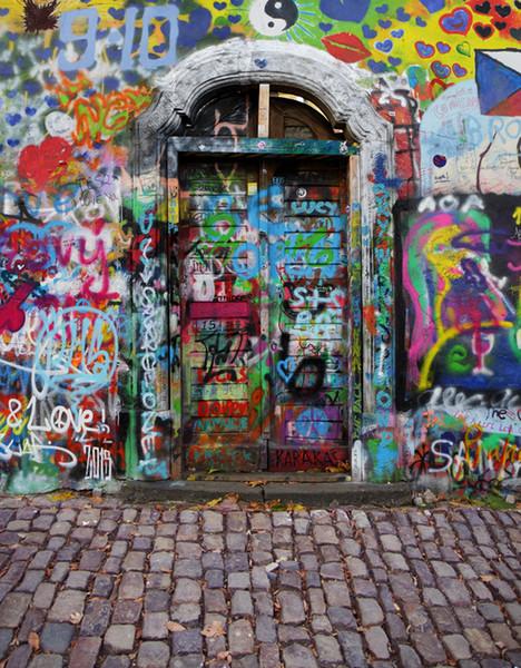 5x7FT Graffiti Wand Haus Holztür Ziegel Hof Benutzerdefinierte Foto Kulissen Studio Hintergründe Vinyl 150 cm x 220 cm