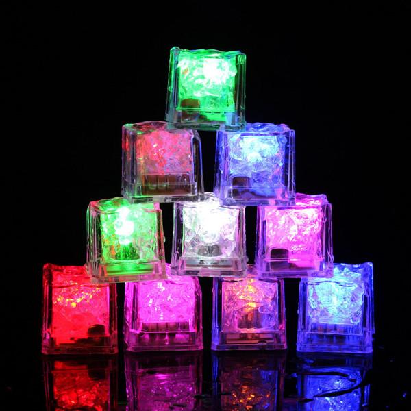 Gros LED Cubes De Glace Bar Rapide Flash Rapide Changement Auto Cristal Cube Actif À L'eau Lumière-up 7 Couleur Pour Cadeau De Noël De Mariage Romantique