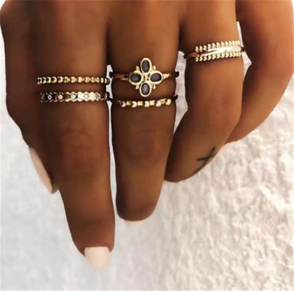 Ornements exagérés européens et américains Vintage Street Patting bague plaquée or Set cinq anneaux disposent de nouveaux anneaux de style