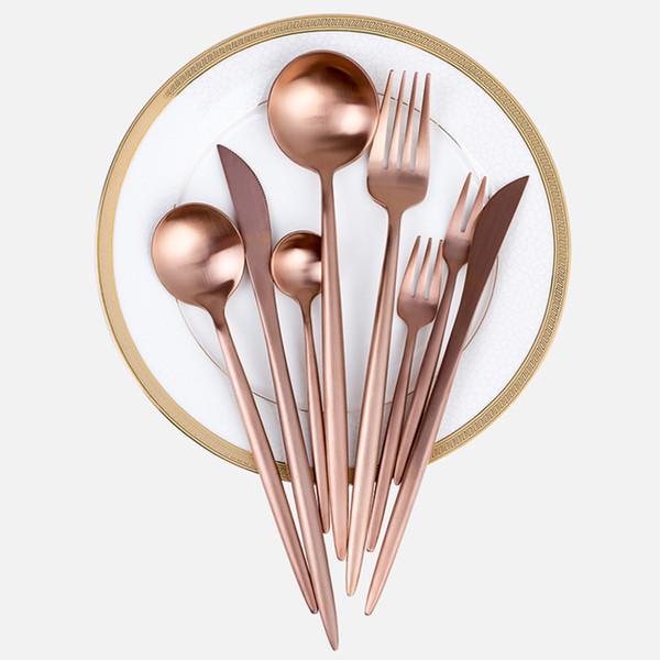 Moda Juego de vajilla de oro rosa Vajilla Tenedor Cuchillo Cuchara Mate Oro rosa Metal de acero inoxidable Cuchillo de cena Tenedor Juegos de cubiertos T2I5332