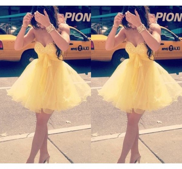 2019 Short Yellow Prom Dresses Beaded Sequins Strapless Ball Gown Piping Homecoming Dress Cocktail Graduation Dress For Girls Sweet 16