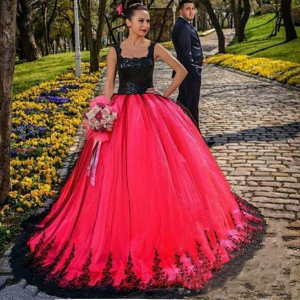 Apliques Encaje Vestidos de novia góticos 2019 Fabuloso Top negro Falda roja Encaje Largo Puffy Country Vestidos de novia B181