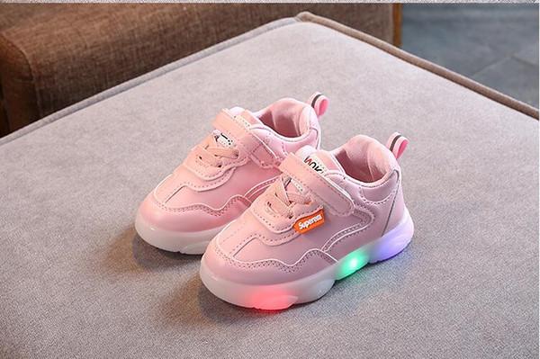 Nuovi pattini dei bambini per i ragazzi di sport delle ragazze dei pattini correnti numero di scarpe LED Flashing Lights bambino ardore Sneakers europea: 21-30