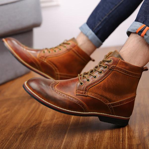 Outono NOVOS Homens Botas Tamanho Grande Brogue Colégio Vintage Homens Sapatos Casuais Moda Lace-up Botas Quentes Para O Homem Marrom thn78