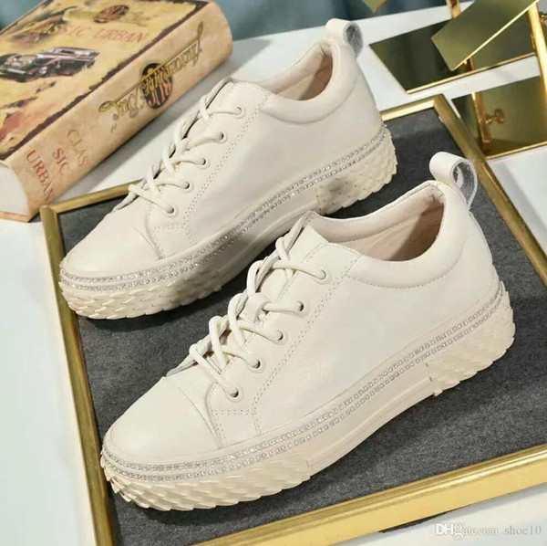 2019 Moda High Top Mulheres designer sapatos sapatilhas Designer planas Walking Shoes vestido de festa Tamanho do casamento: 35-40 Com Box GU2