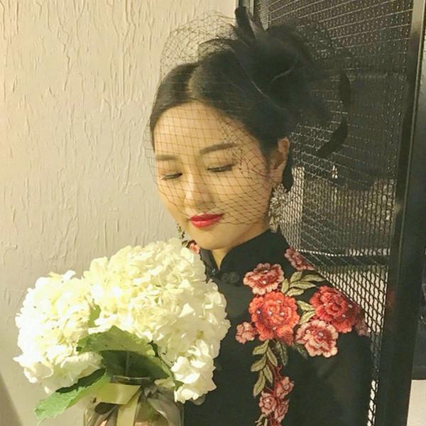 Celada de la boda del partido Fascinators Cara Negro Blanco vintage sombreros rojos de novia de pelo velo de tul neto mujeres pelo velo Birdcage