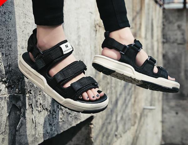 Sandali nero bianco rosso Anti-slittamento Pantofole da esterno ad asciugatura rapida Scarpe da acqua morbide Sandali da spiaggia Designer infradito12