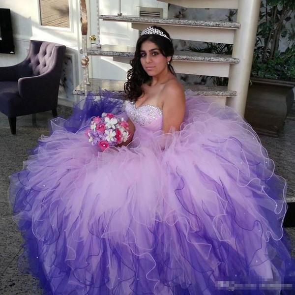 Robes de Quinceanera Lilas 2019 Dentelle Applique Organza Volants Perlés Cristaux Doux 16 Corset Robe De Bal De Bal Robe De Soirée Retour