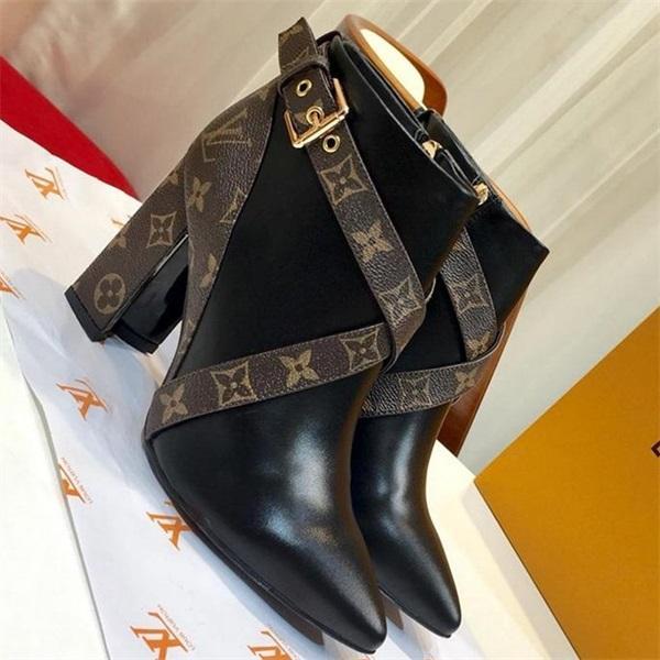 Chaussettes à talons hauts Fashion Rockoko Cuissard Cuissard Femme Womens Impression de luxe Martin Chaussures Dames Zipper Cheville Cuir Designer Chaussures LL27