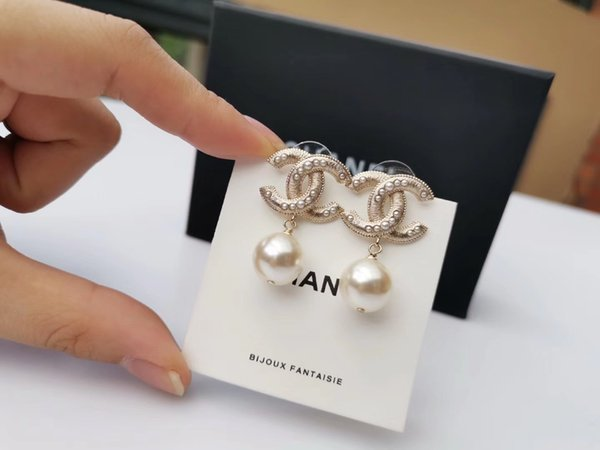2019 Luxury quality drop earring with pearl and logo for women wedding Earrings Fashion jewlery drop shipping PS5618