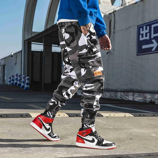 Nuovo tipo di abbigliamento da lavoro mimetico allentato, pantaloni multi-tasca con fondo hip-hop e pantaloni per uomo