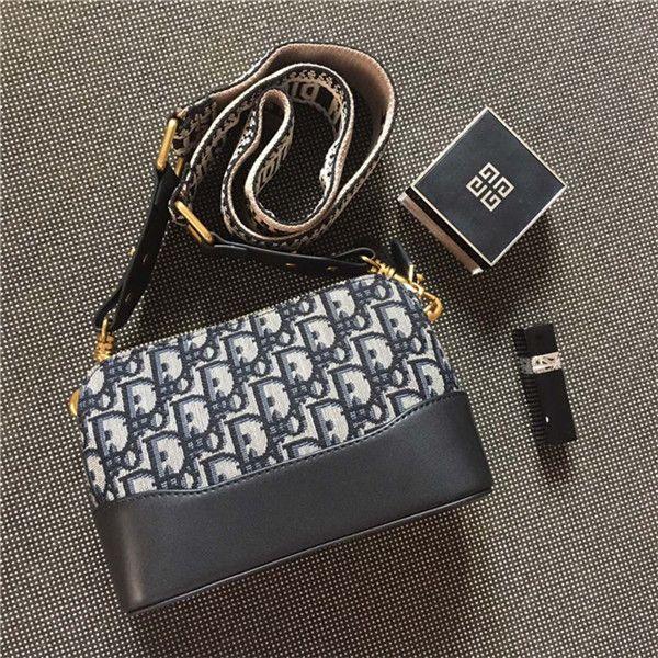 Luxe Design Sac épaule chaud vente célèbre Enveloppe Sacs Haute Sac bandoulière Qualité MARQUE de mode en cuir Stray Sac TAILLE 20 * 13,5 * 8 cm