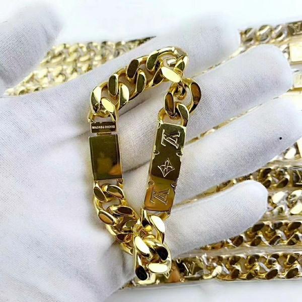 Precio bajo precio de fábrica de joyería al por mayor nuevo cuatro patrón camino letras 18K oro acero titanio mujeres a través de pulsera pulsera