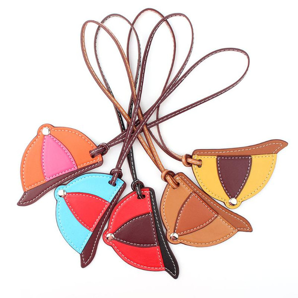 Designer Handmade Moda Hat Cap Botim Faux PU Leather Keychain Mulheres encanto do saco Backpack Pendant