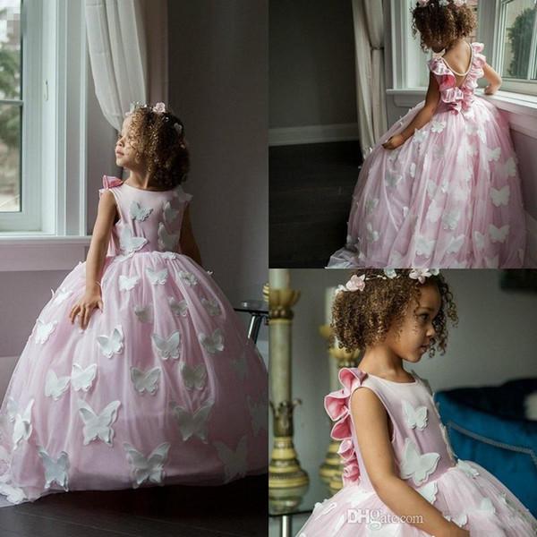 2020 Kelebek Dantel V Geri Ile Sevimli Pembe Çiçek Kız Elbise balo kız Pageant Elbise Custom Made İnciler Ucuz Çocuklar Örgün Önlük