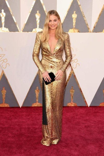 Elegant 2019 Oscar Margot Robbie Gold Evening Dresses Sexy Deep V Neck Long Sleeve Bling Sequined Celebrity Red Carpet Prom Dresses 580
